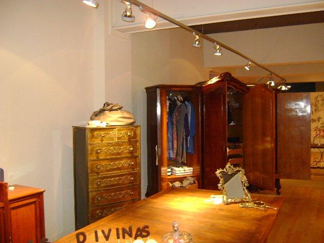 Las Divinas Moda desk