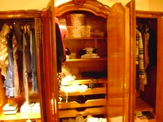 Store details Closet