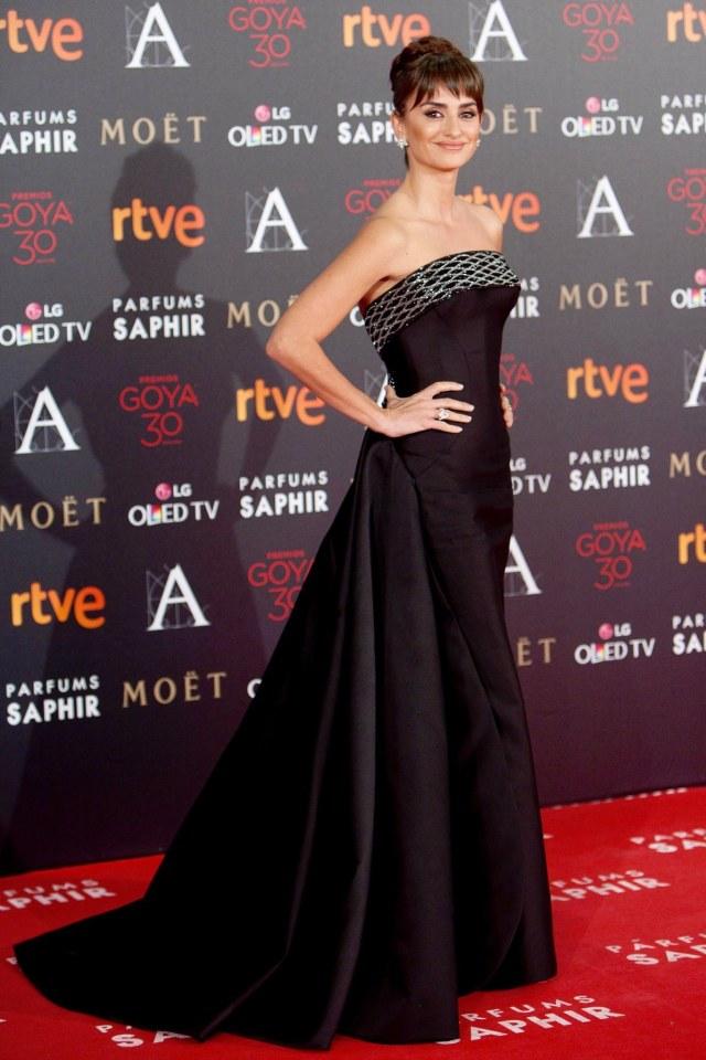 Penélope Cruz in Versace